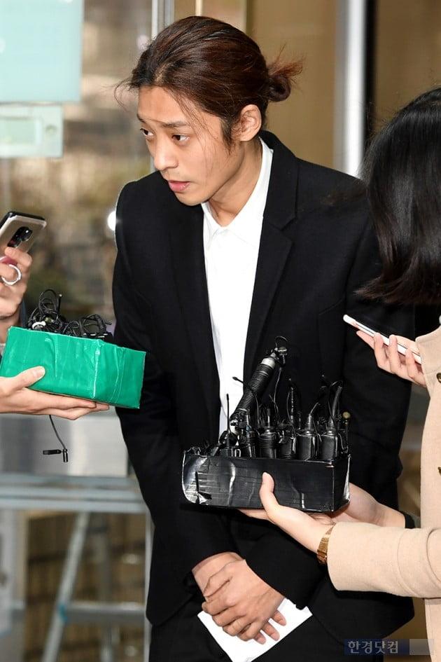 """'성관계 몰카' 정준영 """"혐의 인정…모든 피해자 여성에 사죄"""" (종합)"""