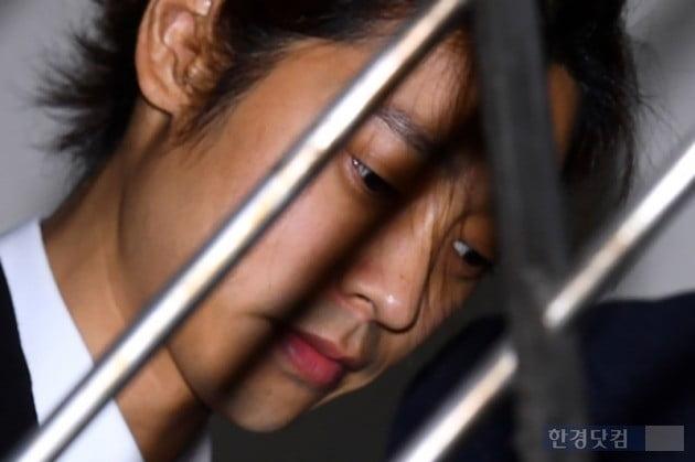"""'성관계 몰카' 정준영 영장심사 출석 '악어의 눈물?' 관상가 """"먹구름 드리워져"""""""