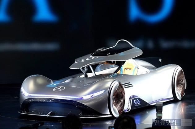 [포토] 벤츠, '미래형 자동차 비젼 EQ 실버 애로우 공개' (2019 서울모터쇼)