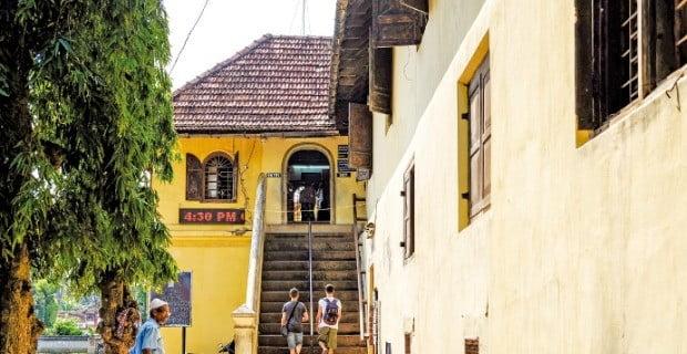 힌두신화를 표현한 화려한 벽화가 있는 '마탄체리 궁전'.