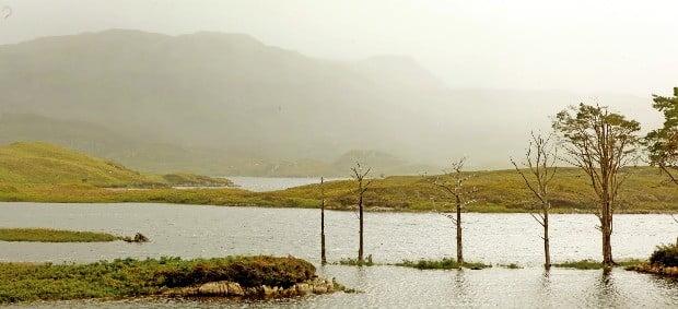 채도 낮은 녹색과 회색빛 하늘의 스코틀랜드는 흐린 날의 풍경이 더욱 매력적이다.