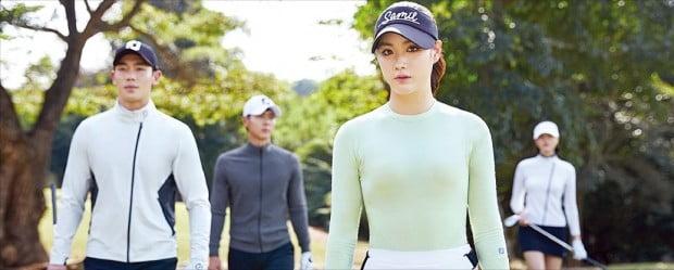 아쿠쉬네트코리아가 또 다른 라인업인 FJ(풋조이)를 론칭했다. 풋조이는 디자인과 소재 등 모든 부문에서 한국 골퍼만을 위해 개발한 제품을 앞세워 시장 공략에 나선다.  아쿠쉬네트코리아 제공