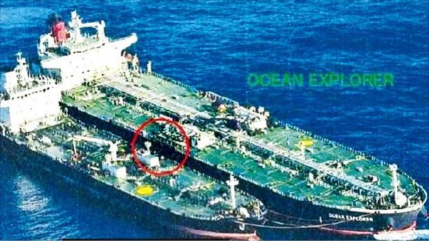 북한 선적 육퉁호(아래)가 지난해 10월 28일 공해상에서 제3국 선박과 불법 원유 거래를 시도하고 있다.  /유엔 안보리 대북제재위 보고서 캡처