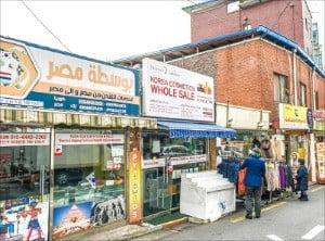 이슬람 식당이 많은 이태원 우사단길.