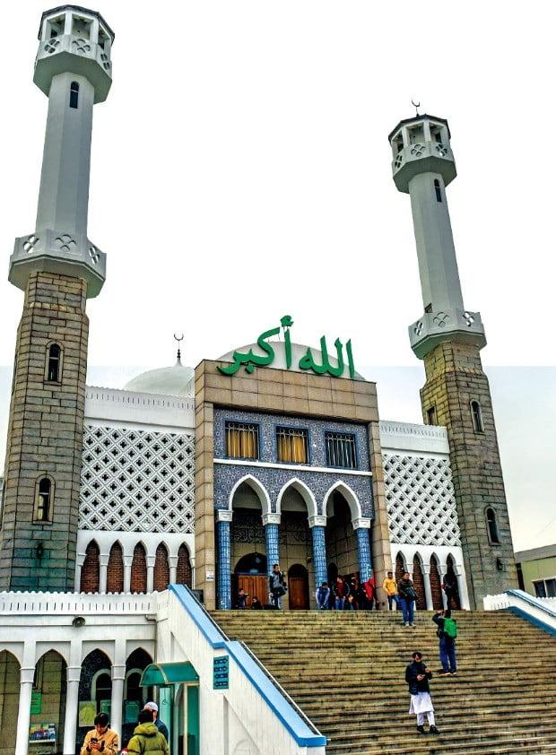 이태원 우사단길 언덕에 우뚝 솟아 이국적인 풍경을 자아내는 이슬람 서울중앙성원.