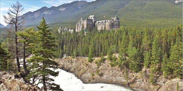 캐나다 최초로 국립공원으로      지정된 밴프.