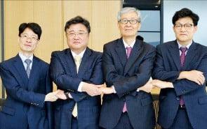 왼쪽부터 한무근 해송 대표변호사, 김지곤 KEISA 회장, 윤용섭 율촌 대표변호사, 백화명 민주 변호사