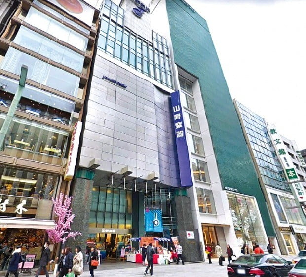 일본 도쿄의 공시지가가 6년 연속 상승한 것으로 나타났다. 가장 비싼 땅으로 꼽힌 도쿄 긴자 상업지역의 '야마노(山野)악기 긴자점'.   /구글 스트리트 뷰
