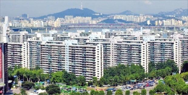 서울 잠실 일대 아파트단지의 호가가 급반등하고 있다. 최근 10여 건의 매물이 거래되며 호가가 1억원 이상 오른 잠실주공5단지.   /한경DB