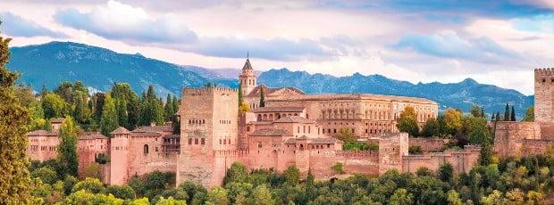 13세기 건립 당시의 모습을 그대로 간직하고 있는 그라나다의 알함브라 궁전.   Getty Images Bank