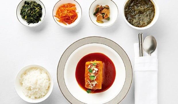 ① 은대구 요리와 쌀밥.