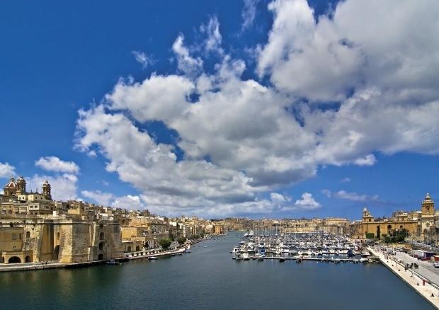 몰타의 바다와 어우러진 시내와 푸른 하늘 /몰타관광청 제공