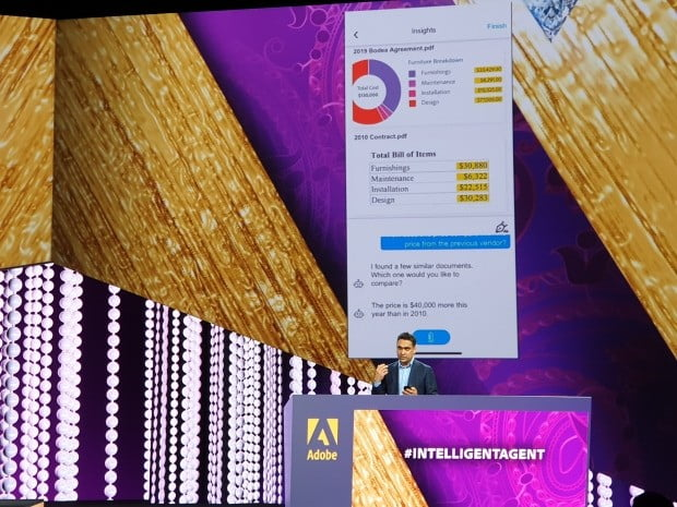 어도비의 개발자가 27일(현지시간) 미국 라스베이거스에서 열린 '어도비 서밋 2019'에서 음성 제어 기능과 문자 인식 인공지능(AI) 기능을 활용해 신속하게 문서를 처리하는 서비스인 '인텔리전트 에이전트'를 설명하고 있다. 김주완 기자