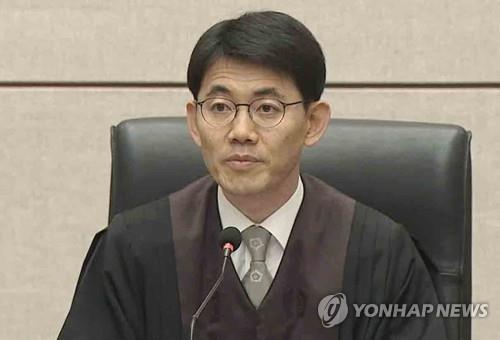'김경수 구속' 성창호 판사 '사법농단 재판' 받는다…논란 조짐
