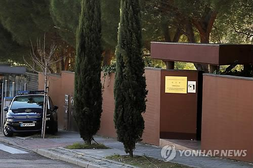 스페인 北대사관 침입 주도한 '에이드리언 홍 창'은 누구