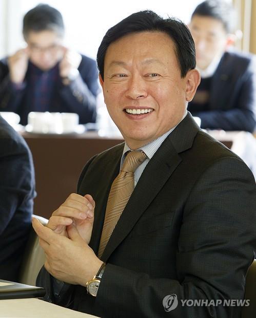 신동빈 롯데 회장, 롯데칠성음료 사내이사 재선임
