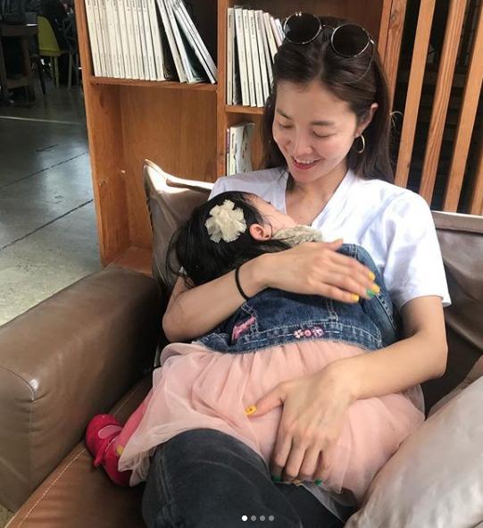 김성은, 잠든 귀요미 딸 보며 엄마 미소 '활짝'