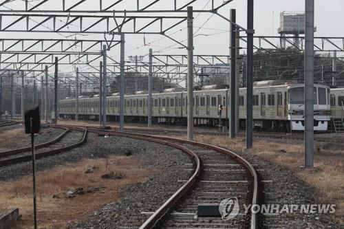 지하철 7호선 열차 도봉산역 터널서 탈선…승객 대피 중