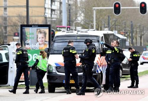 """""""네덜란드 트램안에서 총격, 1명 사망 여러명 부상…테러인듯"""""""