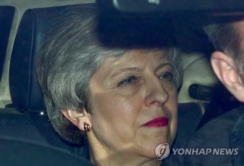"""메이 英 총리, 보수당에 """"브렉시트 합의안 통과되면 사퇴"""""""