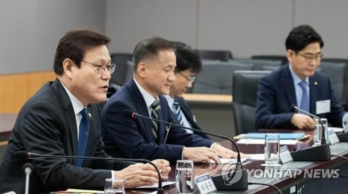 통신·마트 카드수수료 집중 점검…'리베이트 지원' 칼뺀다