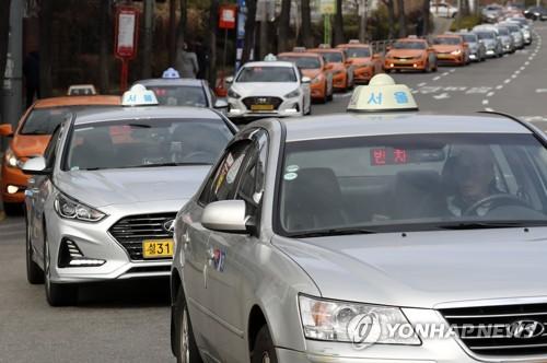 """서울시민 86% """"택시요금 올라도 서비스는 그대로일 것"""""""