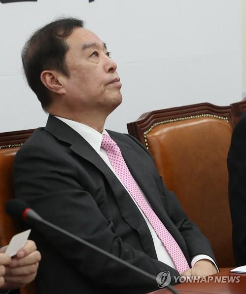 """김병준 늑장 비공개 소환…정의당 """"돈과 권력에 무릎 꿇은 경찰"""""""