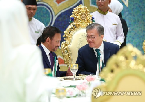 """문대통령 """"세계의 보물 브루나이, 한국과 함께 발전하길"""""""