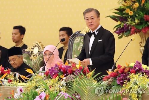 문대통령, 말레이시아 일정 종료…캄보디아 향발