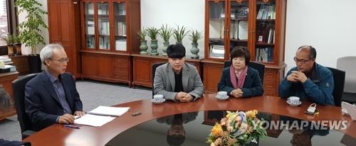 문성현, '경사노위 보이콧' 3명 면담…입장 차이만 확인
