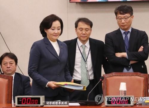 """박영선 """"내년 경제 심각하면 최저임금 동결 가까운 수준도 가능"""""""