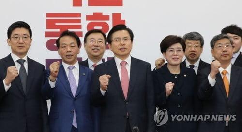 """황교안 """"장관 후보자 7명 모두 부적격…지명 철회해야"""""""