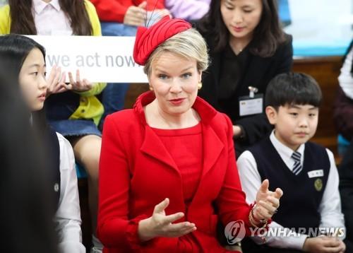 """한국 청소년 만난 벨기에 왕비 """"정책결정에 아동소외 안돼"""""""