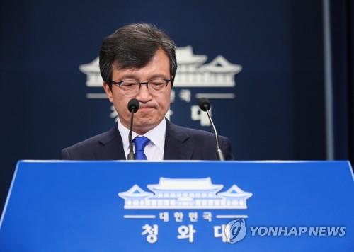 """김의겸 靑대변인 사퇴에 민주 """"자성 계기"""" 한국 """"문대통령 사과"""""""