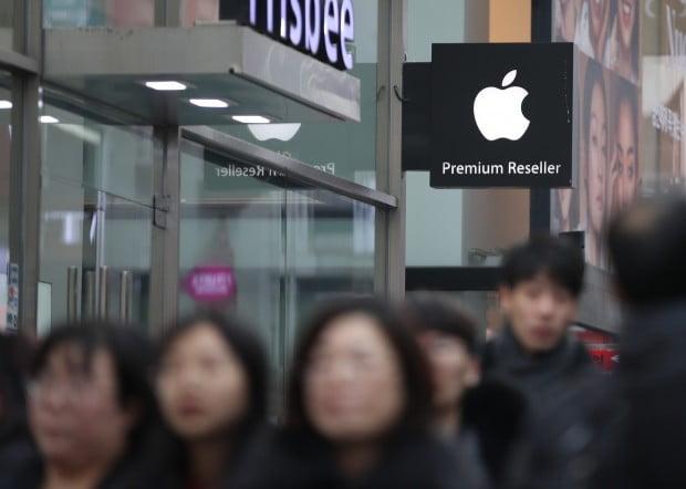 플랫폼 업체로 변신하는 '애플'…제조사 삼성전자는 '어닝쇼크'