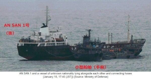 일본 정부가 지난 1월 공개한 북한 선박 환적 의심 장면. 사진=연합뉴스