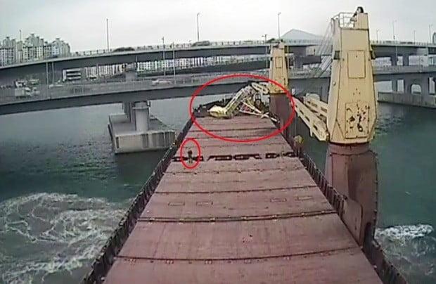 부산해양경찰서가 지난 5일 공개한 러시아 화물선 씨그랜드호 조타실 CCTV 영상. 사진=연합뉴스