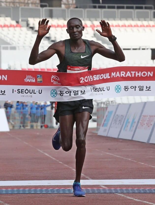 마라톤 우승자 케냐의 토마스 로노/사진=연합뉴스