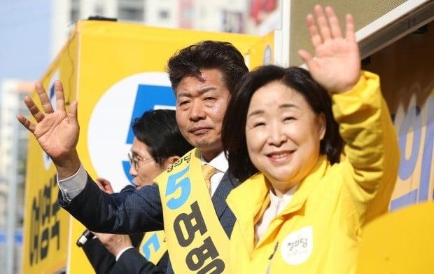 더불어민주당·정의당 여영국 단일후보. 사진=연합뉴스
