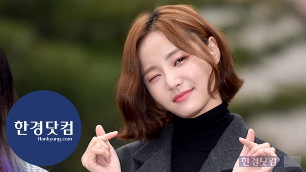 [HK영상] 모모랜드 연우, 눈부시게 아름다운 미모…'1분 순삭 애교 타임' (세로직캠)