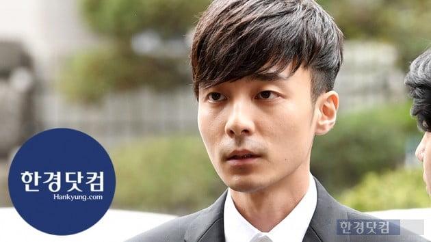 "[HK영상] '경찰 출석' 로이킴, ""팬, 가족에게 죄송""…음란물·마약 질문엔 '묵묵부답'"