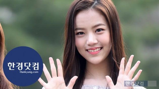 [HK영상] 공원소녀 레나, '방긋 웃는 미소가 사랑스러워~' (세로직캠)