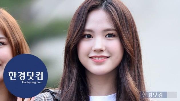 [HK영상] 드림노트 수민, 귀여운 미소…'가방이 떨어져도 꺄르르~' (세로직캠)