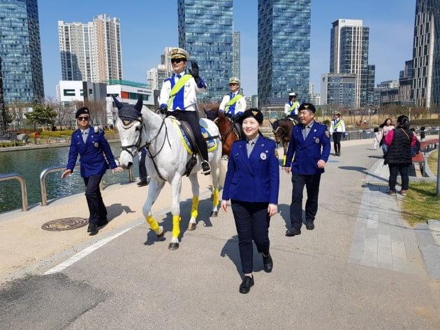 인천경찰, 기마경찰로 관광지 순찰