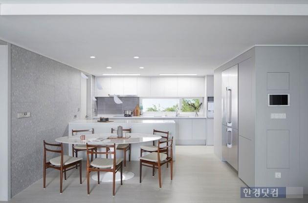 대림산업의 C2하우스 콘셉트가 적용된 평면. 주방 창이 가로로 와이드하게 설계됐고, 수납공간을 늘렸다.