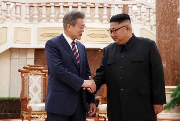 남북회담 공식화한 文…美'빅딜' 고수 속 金 협상장 이끌기 주목