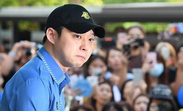 2017년 8월 25일 박유천 소집해제에서 눈물을 글썽였다.