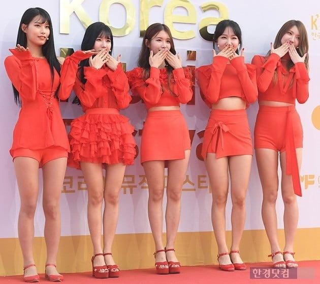 그룹 1NB 활동 시절 자연(오른쪽에서 두 번째) / 사진=변성현 기자