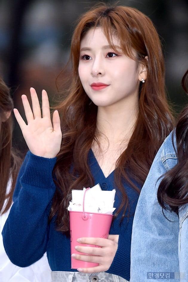 [HK영상] 공원소녀, 아침부터 사랑스럽게~'점점 더 예뻐지네~' (뮤직뱅크 출근길)