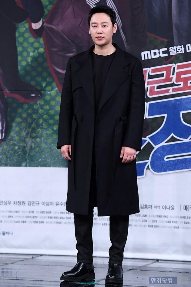 [포토] 김동욱, '블랙으로 멋지게 차려입고~'